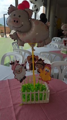 Farm Animal Birthday, Zoo Birthday, Birthday Themes For Boys, 3rd Birthday Parties, Barnyard Party, Farm Party, Ball Theme Party, Cowboy Baby Shower, Birthday Party Centerpieces