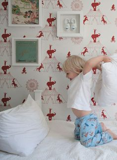 clowns scare me, but i kind of love this circus wallpaper! Kids Room Wallpaper, Wall Wallpaper, Elephant Wallpaper, Wallpaper Ideas, Vintage Circus Nursery, Kids Inspire, Kid Spaces, Baby Decor, Children's Place