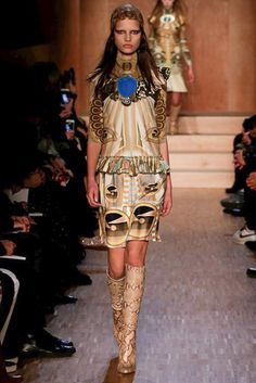 Givenchy Fall 2016 Ready-to-Wear Collection Photos - Vogue Ancient Egyptian Dress, Fashion Show, Fashion Outfits, Fashion Design, Paris Fashion, Givenchy, Egyptian Fashion, Vogue, Best Model