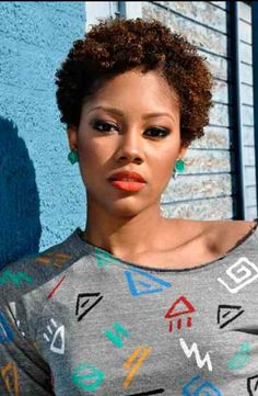 TWA Hairstyles No material how small, how big, I love all this naturalness. Cabello Afro Natural, Pelo Natural, Natural Curls, Short Curly Hair, Short Hair Cuts, Curly Hair Styles, Short Afro, Short Hairstyles For Women, Afro Hairstyles