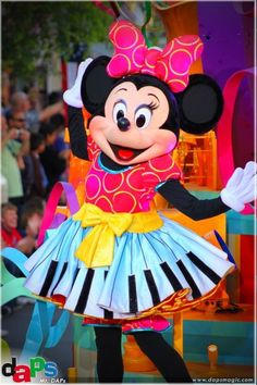 """Soundsational Minnie performing in """"Mickey's Soundsational Parade"""""""