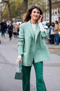Street style at Paris Spring-Summer Fashion Week 2019 Best Street Style, Street Style Summer, Cool Street Fashion, Look Fashion, Girl Fashion, Working Woman Fashion, Japan Fashion, India Fashion, Cheap Fashion