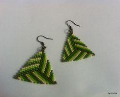 Cercei triunghi nuante de verde (30 LEI la oanaroman85.breslo.ro)
