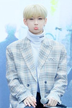 BEBESIIIITOO💙💙 You are in the right place about Boy Group outfits Here we offer you the most beautiful pictures about the Boy Group art you are looking for. When you examine the BEBESIIIITOO💙💙 part of Felix Stray Kids, Lee Know, Kpop Boy, No One Loves Me, K Idols, My Sunshine, Mixtape, Freckles, Baby Photos