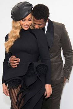 In another snap Beyonce shared, she and Jay-Z are shown snuggled up together with Jay-Z st. love Shocked woman bumps into Beyonce and Jay-Z in New York hotel Beyonce 2013, Beyonce E Jay Z, Beyonce Knowles, Rihanna, Milla Jovovich, Black Love Couples, Cute Couples, Black Celebrity Couples, Power Couples