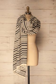 Vallico #boutique1861 / Stripes are always in fashion, and the small tassels add a touch of cuteness to this essential item. Choose this light scarf with contrasting shades and you'll be sure to be in style and comfortable this spring.