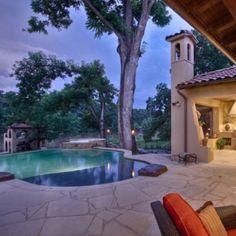 I like the pool house