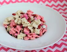 Strawberry Valentine Chex Mix 6 cups Rice Chex cereal 1 bag of white chocolate baking chips {12 oz} 1 box of Strawberry Creme Jell-O Pudding** {make sure you use pudding!! Gelatin does not have the same effect, trust me!} Valentines M's, sprinkles, food coloring- whatever you'd like to make them more festive!