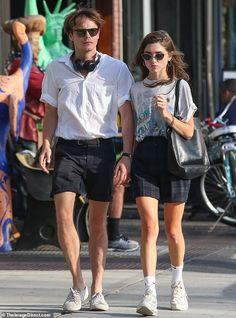 Put your best foot forward like Natalia in Balenciaga sneakers. Sneakers Balenciaga, Natalie Dyer, Charlie Heaton, Estilo Hipster, Stylish Couple, Photo Couple, Wonder Woman, Fashion Couple, Couple Outfits