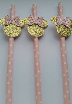 Pink and Gold Minnie Mouse Paper Straws by PaperDesignsStudio Minnie Mouse Cake Pops, Minnie Mouse Birthday Decorations, Minnie Y Mickey Mouse, Pink Minnie, Baby Girl 1st Birthday, Minnie Birthday, Unicorn Birthday, Birthday Fun, First Birthday Parties
