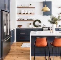 Modern Kitchen Design, Interior Design Kitchen, Modern Retro Kitchen, Very Small Kitchen Design, Timeless Kitchen, Small White Kitchen With Island, Small Kitchen With Island, Hipster Kitchen, Parisian Kitchen