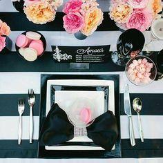 Très chic! ✨ Uma mesa super elegante no estilo moderno, para aqueles que estão…