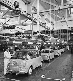 1956 Fiat 600 Assembly line - automobil Turin, Maserati, Bugatti, Vintage Images, Vintage Cars, Fiat Models, Automobile, Fiat 500l, Fiat Cars