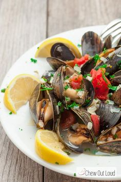 Mussels in Lemon Butter Wine Sauce is the perfect appetizer to share! It's succulent, tender, savory, and absolutely delectable! Mango Avocado Salsa, Shellfish Recipes, Wine Sauce, Lemon Butter, Fish And Seafood, Seafood Dishes, Good Food, Yummy Food, Oysters