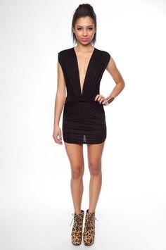 37ff19a90fd26b25d717fb3561a21b50.jpg (236×355) I loooove this dress!!!!