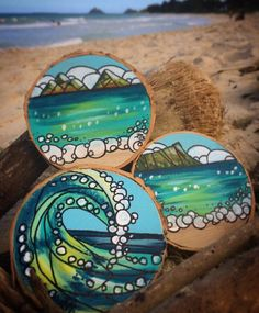 Handpainted christmas ornaments on wood Rock Painting Patterns, Rock Painting Ideas Easy, Dot Art Painting, Rock Painting Designs, Pebble Painting, Pebble Art, Stone Painting, Painting On Wood, Shell Painting
