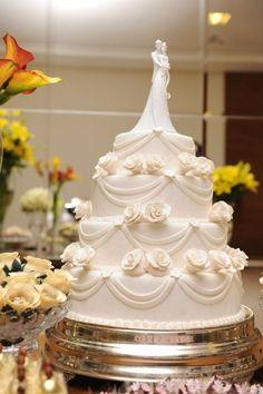 Topo De Bolo Casamento Noivinhos Resina Embrace - R$ 255,90