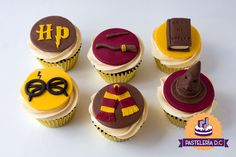 Cupcakes temáticos de Harry Potter / Harry Potter cupcakes. Harry Potter Diy, Harry Potter Snacks, Gateau Harry Potter, Harry Potter Cupcakes, Harry Potter Birthday Cake, Harry Potter Nursery, Harry Potter Theme, Walmart Bakery Birthday Cakes, Oreo