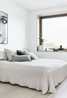 white scandinavian bedroom art bulb wood textiles. Black Bedroom Furniture Sets. Home Design Ideas
