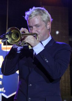 Chris Botti, Trumpet Mouthpiece, Jazz Players, Brass Instrument, Jazz Artists, All That Jazz, Louis Armstrong, Smooth Jazz, David Garrett