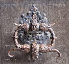 -Medieval-door-knocker.