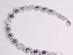 Artículos similares a Chainmaille beaded bracelet, Denim Blue Swarkoski beads en Etsy