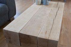 Massief eiken balken salontafel REYKJAVIK  Zeer robuuste salontafel van massief eikenhouten balken van 20x20 cm. De liggende zijn balken zijn 15x15 cm. Op verzoek zijn alle diktes aan te passen.  De balken zijn helemaal geschuurd, de scherpe kanten zijn eraf, maar het ruige natuurlijke karakter van de balken is behouden. Enige verkleuring en structuur is bewust niet weggeschuurd.