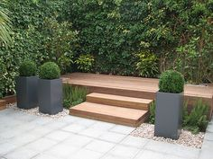 Nice little spot Raised Hardwood Deck Entertaining Area by Modular Garden Back Gardens, Small Gardens, Outdoor Gardens, Hardwood Decking, Concrete Deck, Decking Area, Contemporary Garden, Outdoor Living, Outdoor Decor