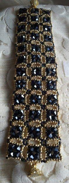 Sikhara crystal bracelet and b Beaded Jewelry Designs, Bead Jewellery, Seed Bead Jewelry, Handmade Jewelry, Seed Beads, Seed Bead Bracelets, Crystal Bracelets, Beaded Bracelet Patterns, Beading Patterns