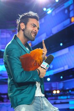 MTV Awards 2013: trionfa Marco Mengoni http://www.televisionando.it/articolo/mtv-awards-2013-trionfano-marco-mengoni-emma-marrone-e-one-direction/90449/