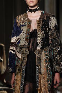 Valentino Fall 2016 Couture Fashion Show Valentino Fall 2016 Couture Accessories Photos - Vogue Moda Fashion, Fashion Art, High Fashion, Fashion Show, Womens Fashion, Vogue Fashion, Fall Fashion, Fashion Outfits, Style Haute Couture