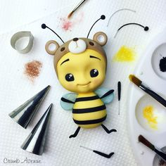 Cute Bee Cake Topper - fondant, sugarpaste, gum paste