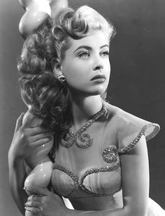 "Gloria DeHaven: Singer and Actress Dies at Age Daughter Confirms DeHaven died Saturday in Las Vegas, her daughter told The Hollywood Reporter. Born July she began her six-decade film, TV and stage career with Charlie Chaplin's ""Modern Times"" in Vintage Hollywood, Old Hollywood Glamour, Classic Hollywood, Classic Actresses, Classic Films, Hollywood Actresses, Actors & Actresses, 1940s Actresses, Hollywood Stars"