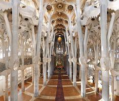 スペイン・バルセロナのサグラダファミリア。  いつの間にか、聖堂内部は完成していたんですね。