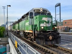 https://flic.kr/p/sip6Dn | Double greens | A pair of BN painted geeps lead the Y-JOL202 west through Joliet, IL.