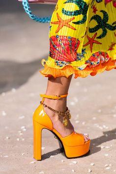 Fashion Mode, Runway Fashion, Fashion Show, Womens Fashion, Fashion Trends, Looks Style, My Style, Versace Fashion, Donatella Versace