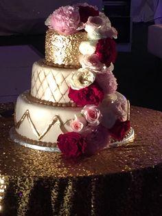Turtle Bay Resort, Jay and Jena's wedding cake, Wedding Planner Tori Rogers of Hawaii Weddings by Tori Rogers www.hawaiianweddings.net
