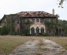 Abandoned Howey Mansion in Howey-In-The-Hills Florida. This historic 20-room 8,800 square foot mansion built in 1925 by William J. Howey, a citrus grower, developer, two-time gubernatorial candidate, and founder of Howey-in-the-Hills Florida. Howey's widow had lived here from the time her husband died in 1938 until 1981.