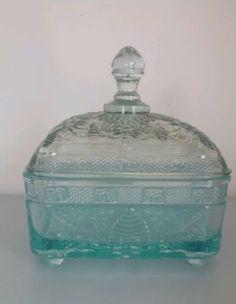 Vintage-tiara-indiana-glass-azure-aqua-blue-Honey-Bee-Hive-candy-dish-w-lid