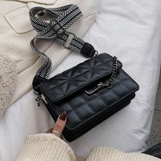 Dope Outfits, Cute Casual Outfits, Pocket Books, Cute Bags, Purses And Handbags, Pouch, Packing Ideas, Footwear, Shoe Bag