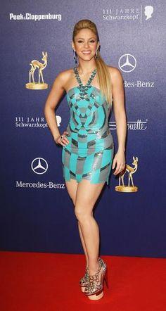 Шакира в платье