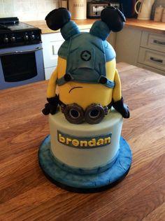 Headstand minion - Cake by Martina Kelly