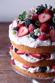 Lemon Layer Cake with Fresh Berries ~ Free of gluten, dairy, and refined sugar – Food – Kuchen Rezepte und Desserts