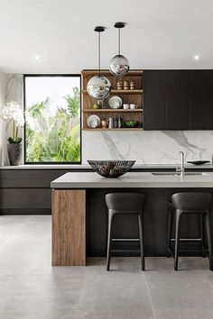 There is no question that designing a new kitchen layout for a large kitchen is much easier than for a small kitchen. A large kitchen provides a designer with adequate space to incorporate many convenient kitchen accessories such as wall ovens, raised. Black Kitchens, Luxury Kitchens, Home Kitchens, Small Kitchens, Modern Kitchens, Kitchen Modern, Dream Kitchens, Eclectic Kitchen, Stylish Kitchen