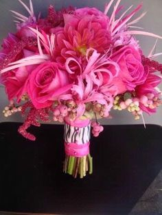 love the zebra band around the bouquet this whole thing is just amazing! everything i want all in one:)