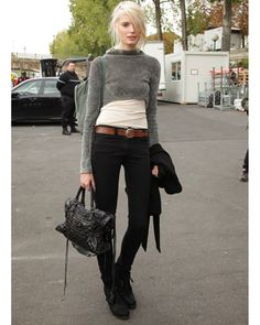 I'm in absolute love with this look. The cropped sweater adds to the whole 'city street' look. Definetely recomend
