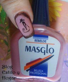 Rosa y negro con esmalte Rebelde de Masglo. http://estilo-y-hogar.blogspot.com.es/2014/11/manicura-rebelde-y-explosiva-de-masglo.html