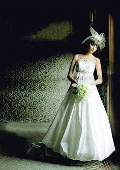 エンパイア&バルーンスカートでモードな花嫁に