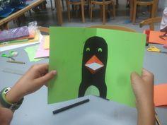 """Pingüino realizado en el taller """"Un zoo de pop-up"""" a cargo de la ilustradora Ana Pez en la Biblioteca Pública de Soria."""