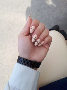 Matte powder nail tip nails are a bold shape, with complex nail art and a color that looks great. These nails use a soft pale… Gradient Nails, Cute Acrylic Nails, Holographic Nails, Matte Nails, Stiletto Nails, My Nails, Coffin Nails, Solid Color Nails, Nail Colors